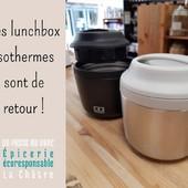Bonjour Bonjour 🤗 Une autre bonne nouvelle ! Le retour des lunchbox isothermes 10 heures ! Plus besoin de micro-ondes ni de réfrigérateur avec ce bento isotherme qui maintiendra votre repas au chaud ou au froid jusqu'à 10h (en fonction du contenu et des conditions d'utilisation) ! Sa forme compacte et son poids mini lui permettent de vous suivre dans toutes vos aventures ! Maintenant disponible en noir, 37,90€. ― ― ― ― ― ― Gwen & Arnaud, vos épiciers 🌿 ― ― ― ― ― ― On passe au vrac É͏p͏i͏c͏e͏r͏i͏e͏ i͏n͏d͏e͏́p͏e͏n͏d͏a͏n͏t͏e͏, de͏p͏u͏i͏s͏ m͏a͏r͏s͏ 2͏0͏1͏9͏ ⏳ Du Mardi au Samedi : 9h - 19h en continu ♻️ + de ❶⓿⓿⓿ références 🏡 117 rue nationale • 36400 La Châtre ✆ 02.54.30.96.93 ⏸ Arrêt-minute ♿ Accès PMR 🛒 https://www.onpasseauvrac.fr/ ― ― ― ― ― ― #onpasseauvrac #zerodechet #ecoresponsable #antigaspi #opav #lachatre #berryprovince #centrevaldeloire #sansemballage #commercedeproximite #vrac #vracindependant #consommerautrement